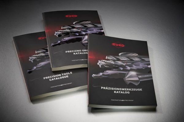320 Seiten starker Katalog als Klebebindung